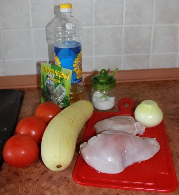 Кабачки с куриной грудкой и помидорами - Рецепт