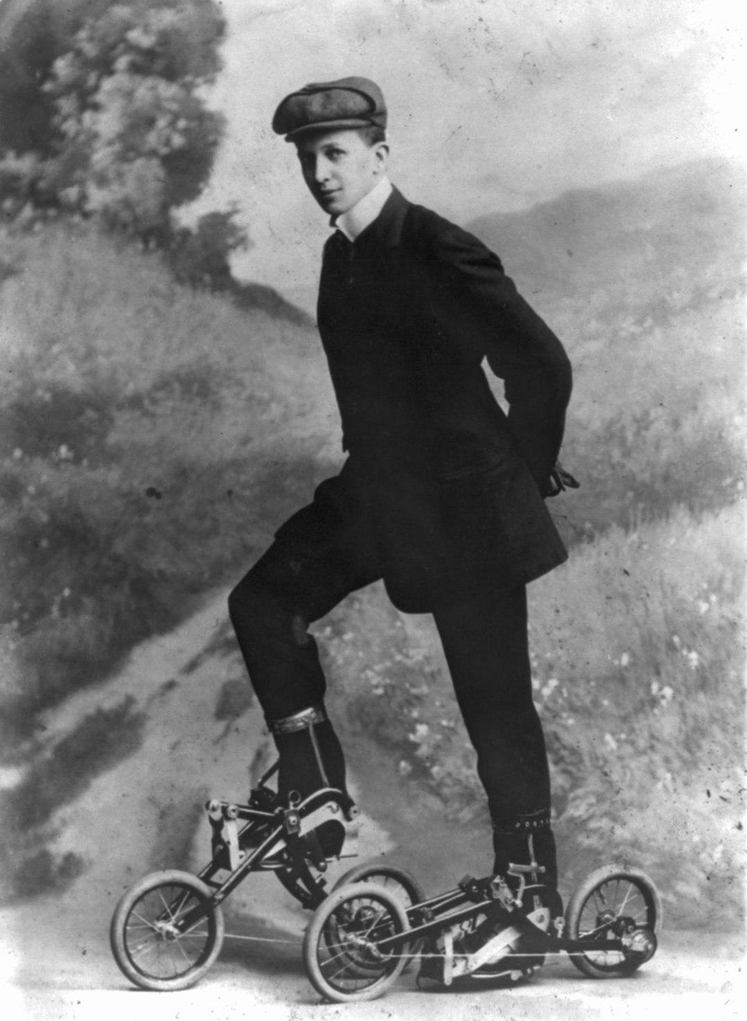 Роликовые коньки, 1910 год.