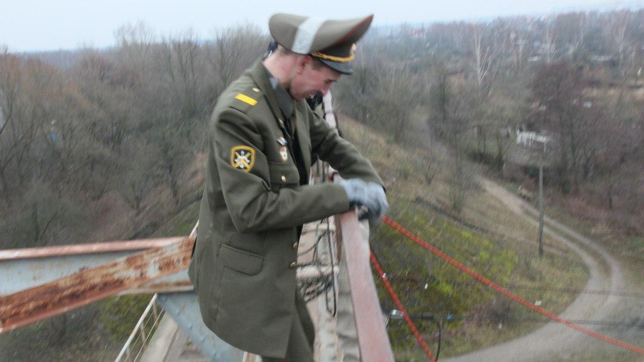 Прыгают военные
