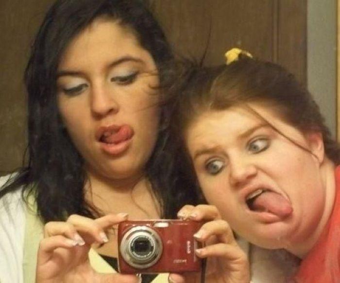 Смешные сестры с фотиком