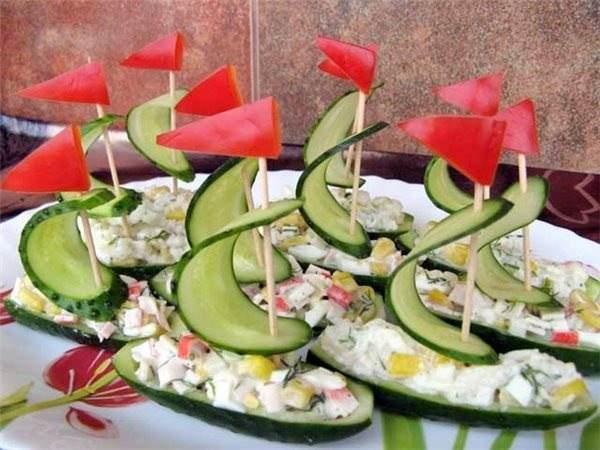 Салат в виде лодочки