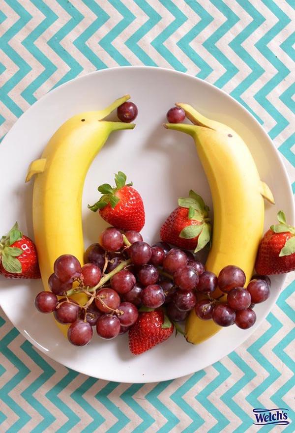 Бананы-дельфинчики и ягоды