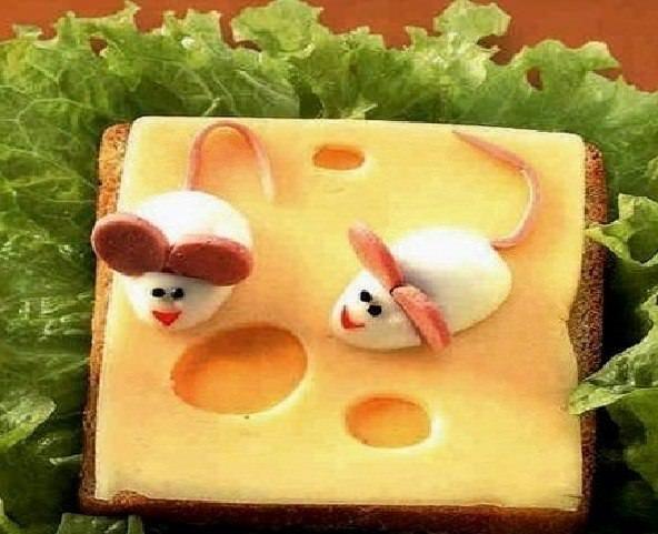 Мышки на сыре. Бутерброд